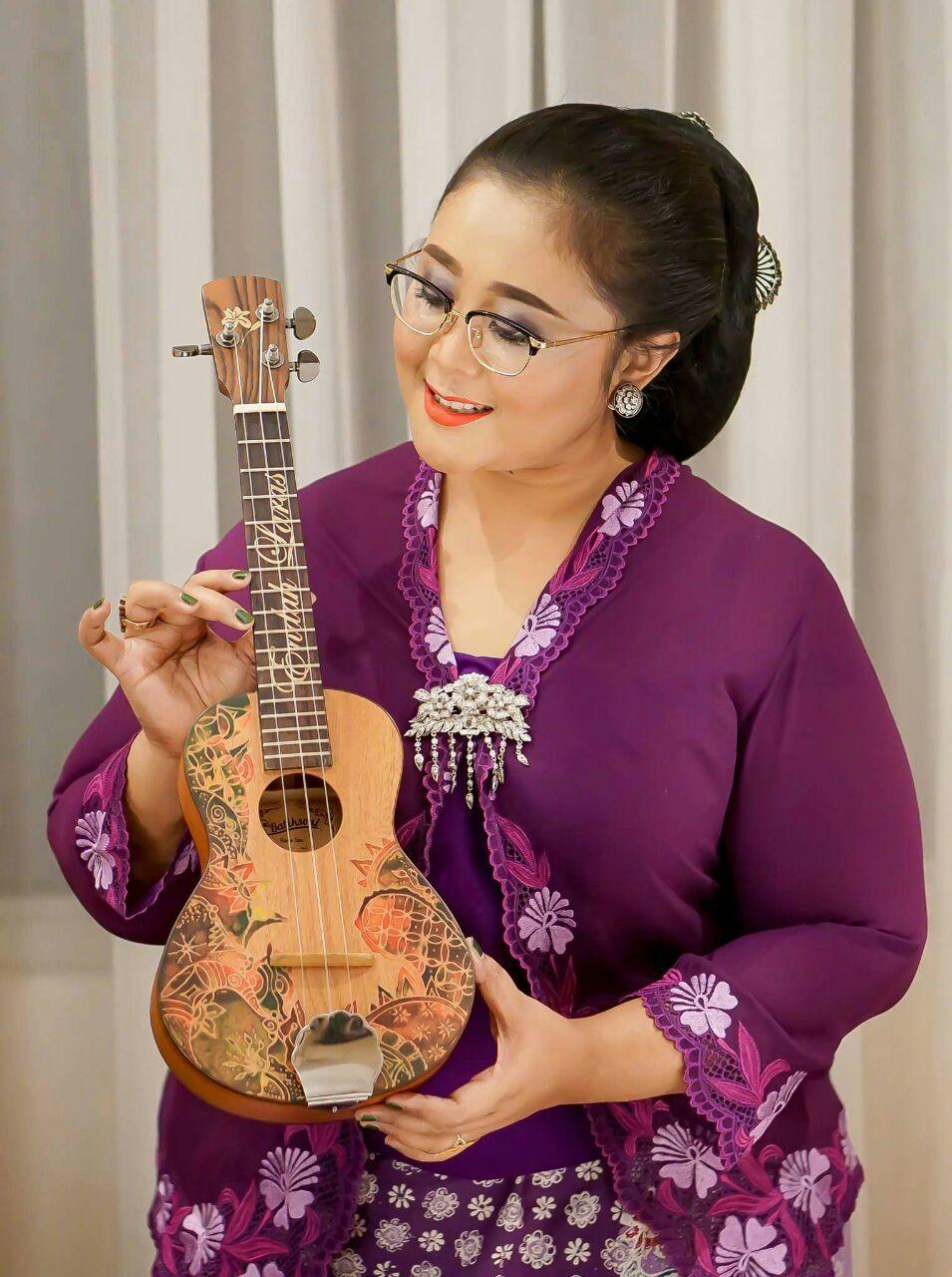 Endah Laras - Musician And Maestro Keroncong
